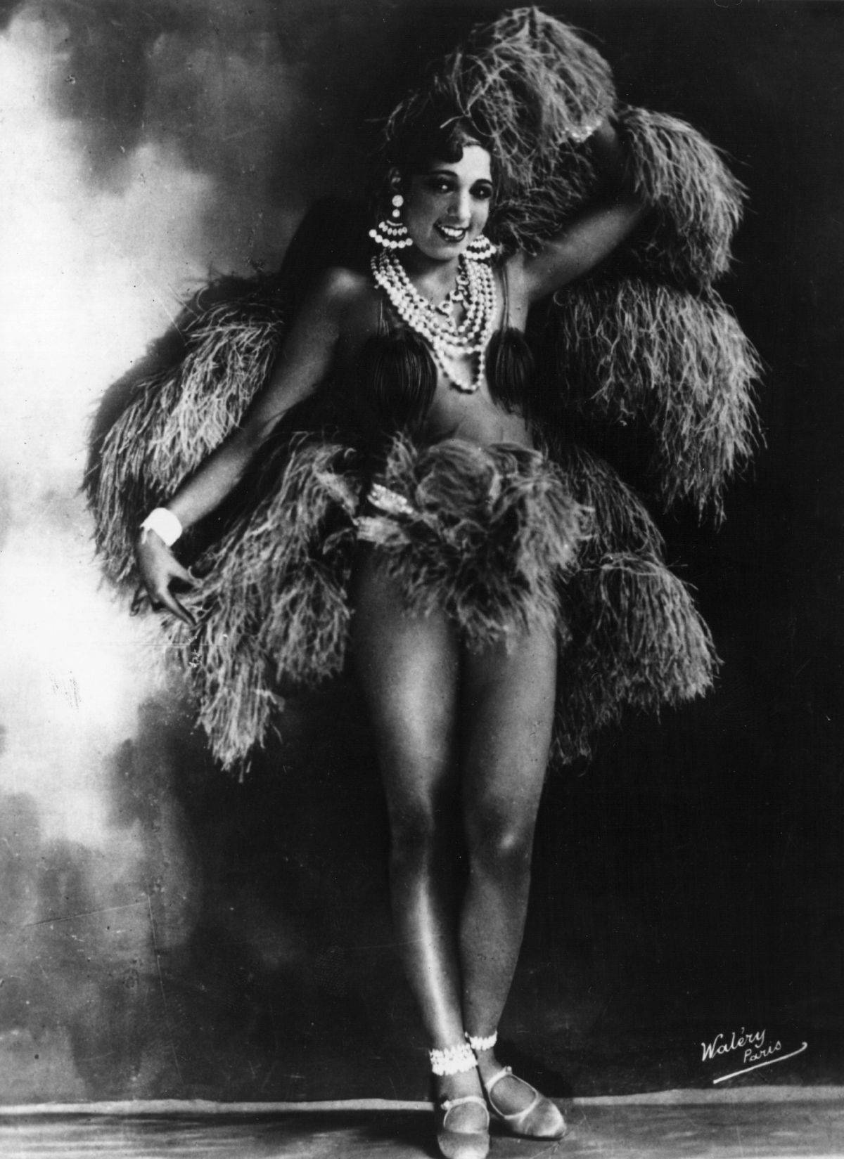 Beyoncé, Zendaya, Rihanna and more: How Josephine Baker Influenced Fashion 19
